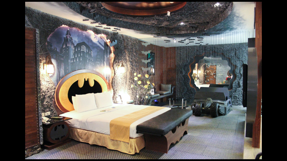 Marvel Themed Room Mesmerizing Rest Or Fight Crime In This Batmanthemed Hotel Room  Nerdist Decorating Design