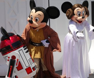 Mark Hamill Poses with Jedi Mickey at STAR WARS Weekends