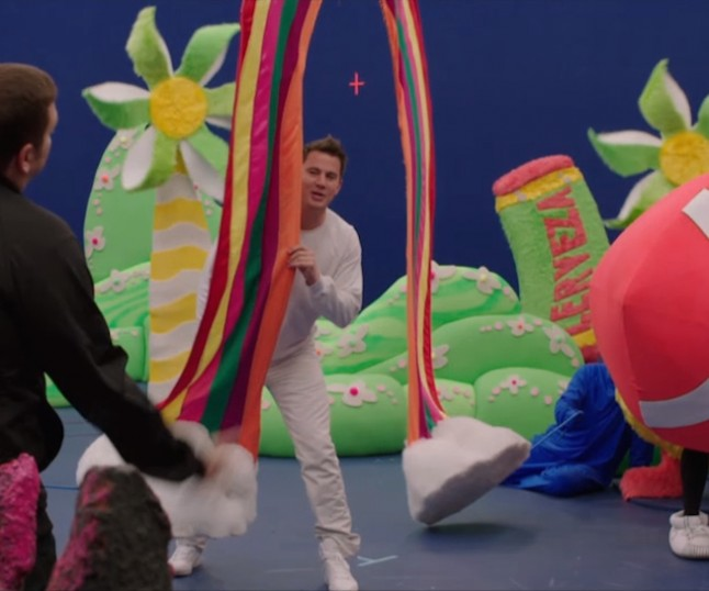 Channing Tatum and Jonah Hill Make the Most of Their Trip in These 22 JUMP STREET Outtakes