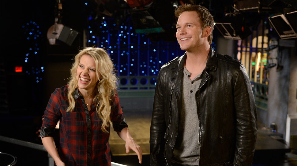 Chris Pratt Opens Kate McKinnon's Jars in New SNL Premiere Promos