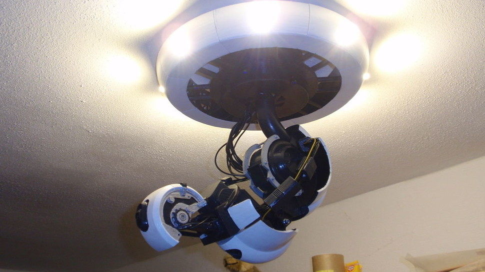 3D Printed GLaDOS Lamp Puts You To The Test