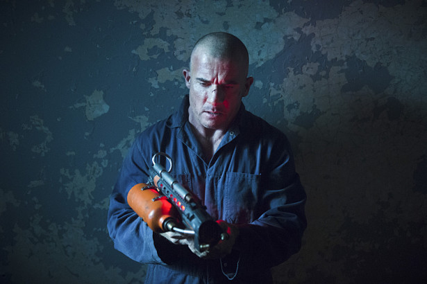 "DC's Legends of Tomorrow -- ""Fail-Safe"" -- Image LGN105A_0356b.jpg -- Pictured: Dominic Purcell as Mick Rory/Heat Wave -- Photo: Diyah Pera/The CW -- © 2016 The CW Network, LLC. All Rights Reserved."