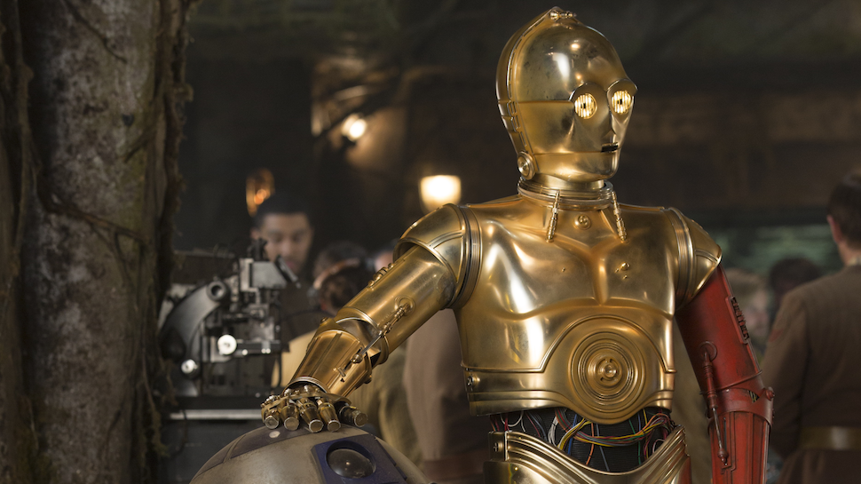 Here's Why C-3PO Has a Red Arm in THE FORCE AWAKENS