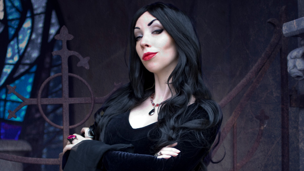 Cosplay Friday #185 – Morticia Addams, Lydia Deetz, and More from Yamino Cosplay