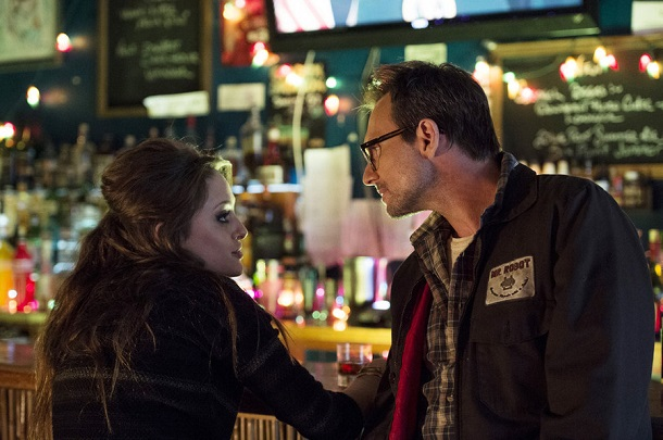 "MR. ROBOT -- ""v1ew-s0urce.flv"" Episode 107 -- Pictured: (l-r) Carly Chaikin as Darlene, Christian Slater as Mr. Robot -- (Photo by: David Giesbrecht/USA Network)"