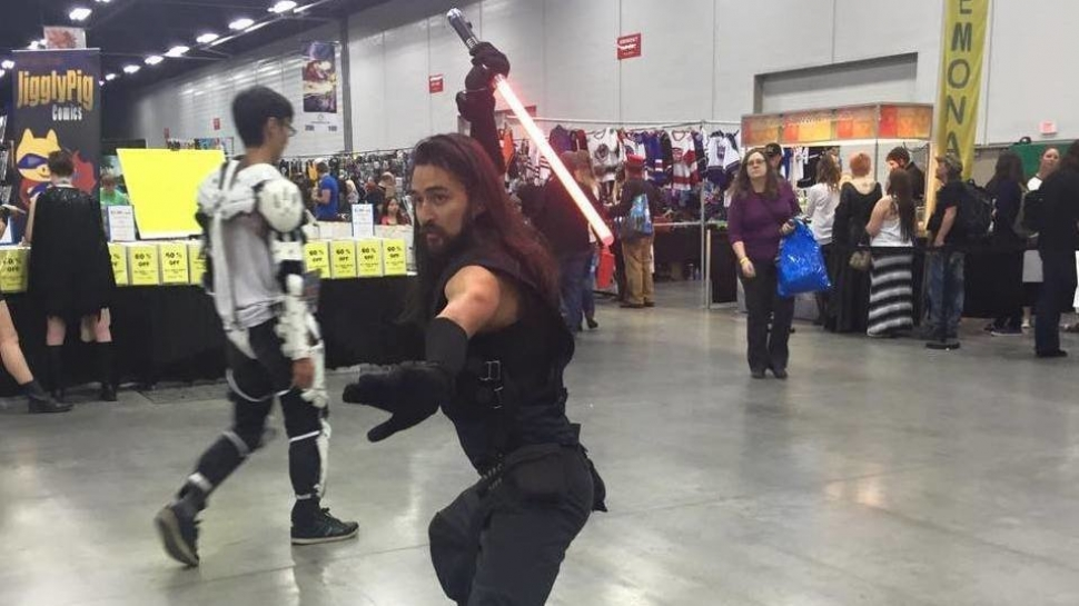 Cosplayer Goes Full Sith with His Force Saber Throw Trick