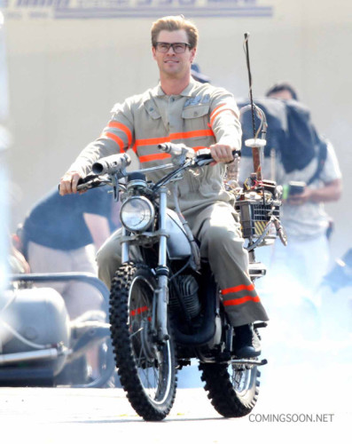 "Exclusive... 51825827 Actor Chris Hemsworth wears his Ghostbusters uniform as he rides a motorcycle on the set of ""Ghostbusters"" on August 17, 2015 in Boston, Massachusetts. FameFlynet, Inc - Beverly Hills, CA, USA - +1 (818) 307-4813"