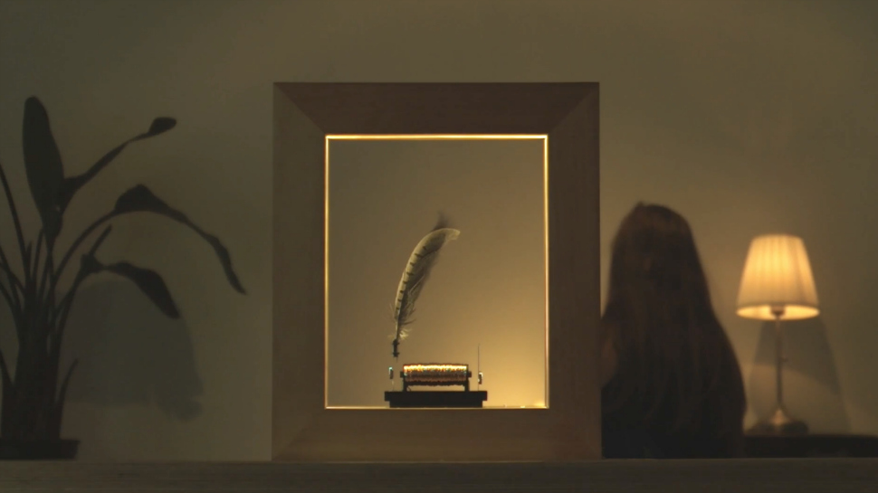 Stunning Picture Frame Suspends Objects in Flash-Like Slow Mo