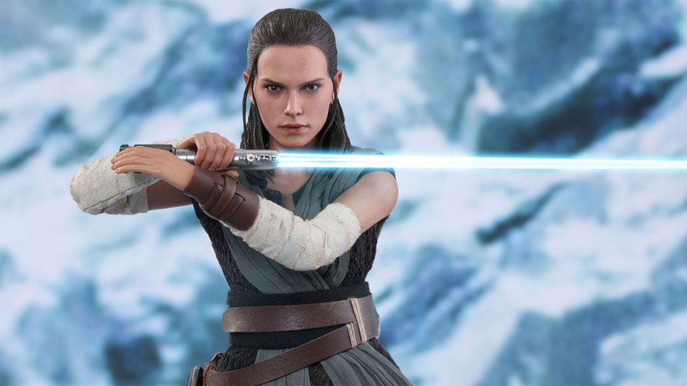 Hot Toys' Jedi Training Rey Has a Light-up Lightsaber and Porgs!