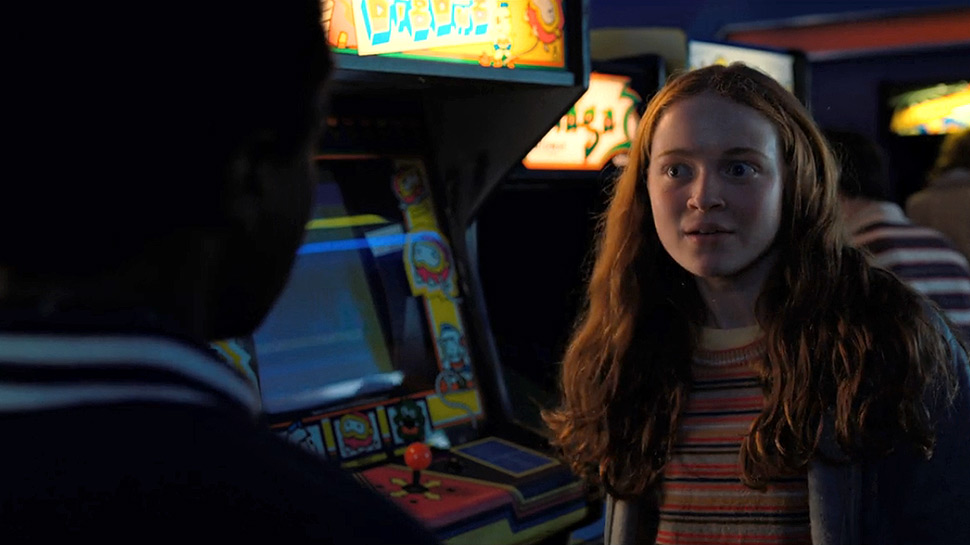 stranger-things-2-episode5-dig-dug.jpg