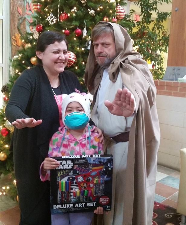 Luke Skywalker Cosplayer is a Jedi Santa for Sick Children_2