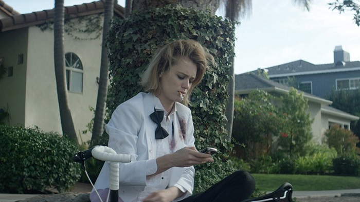 IZZY GETS THE F*** ACROSS TOWN Proves Mackenzie Davis Is a Powerhouse (Review)_4