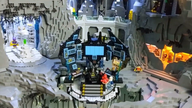 Massive Custom LEGO BATMAN Wayne Manor and Batcave Is a Masterpiece_8