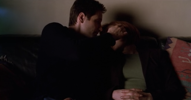 THE X-FILES' Top 11 Mulder and Scully Shipper Moments_4
