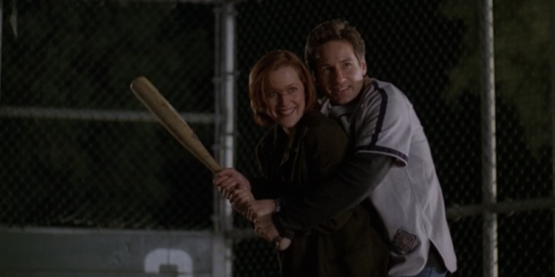 THE X-FILES' Top 11 Mulder and Scully Shipper Moments_3