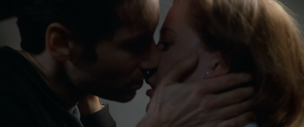 THE X-FILES' Top 11 Mulder and Scully Shipper Moments_12
