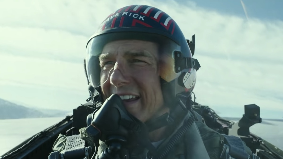 Tom Cruise removes his jet mask