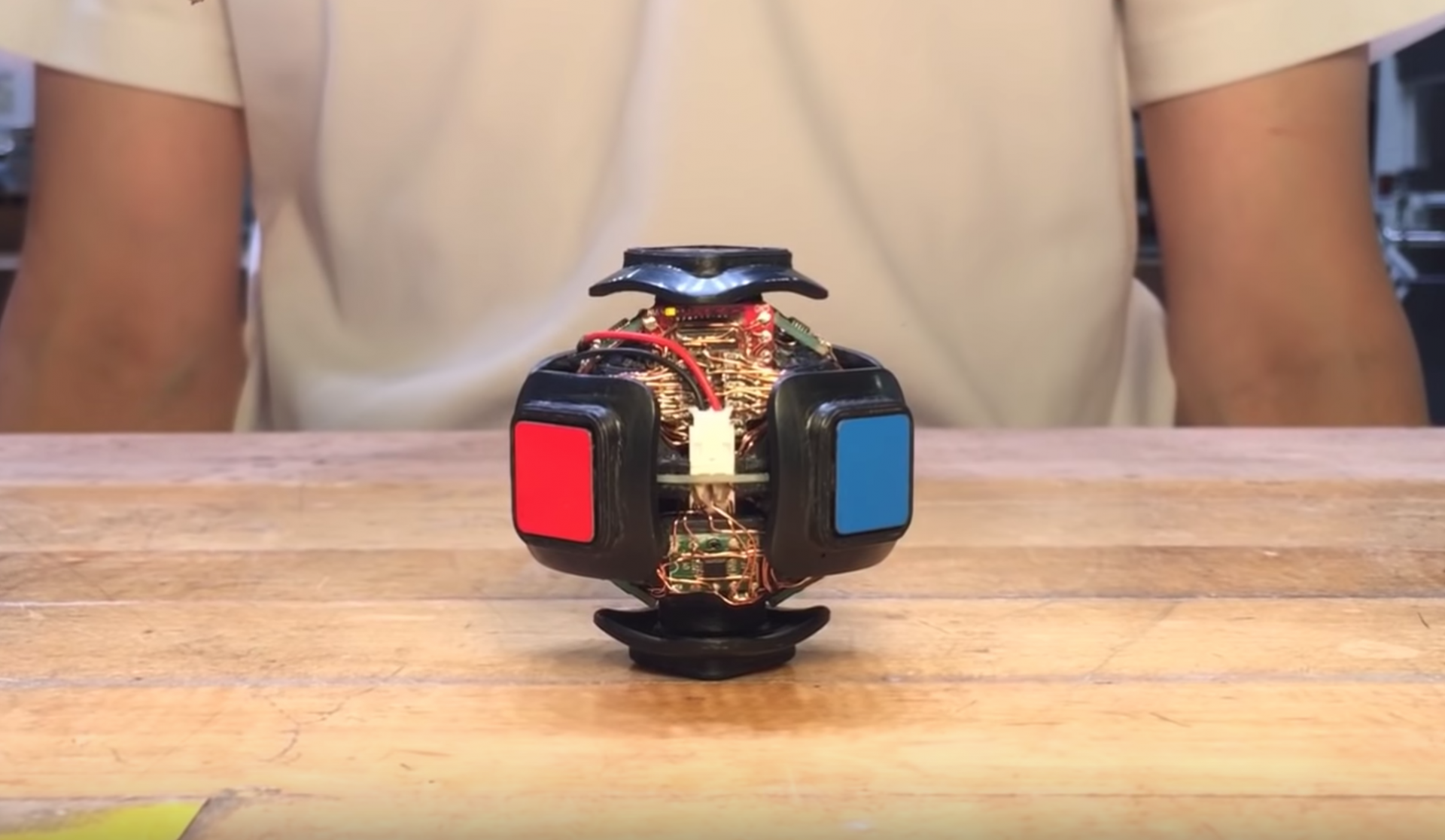 Floating, Self-Solving Rubik's Cube Does Not Disappoint_1