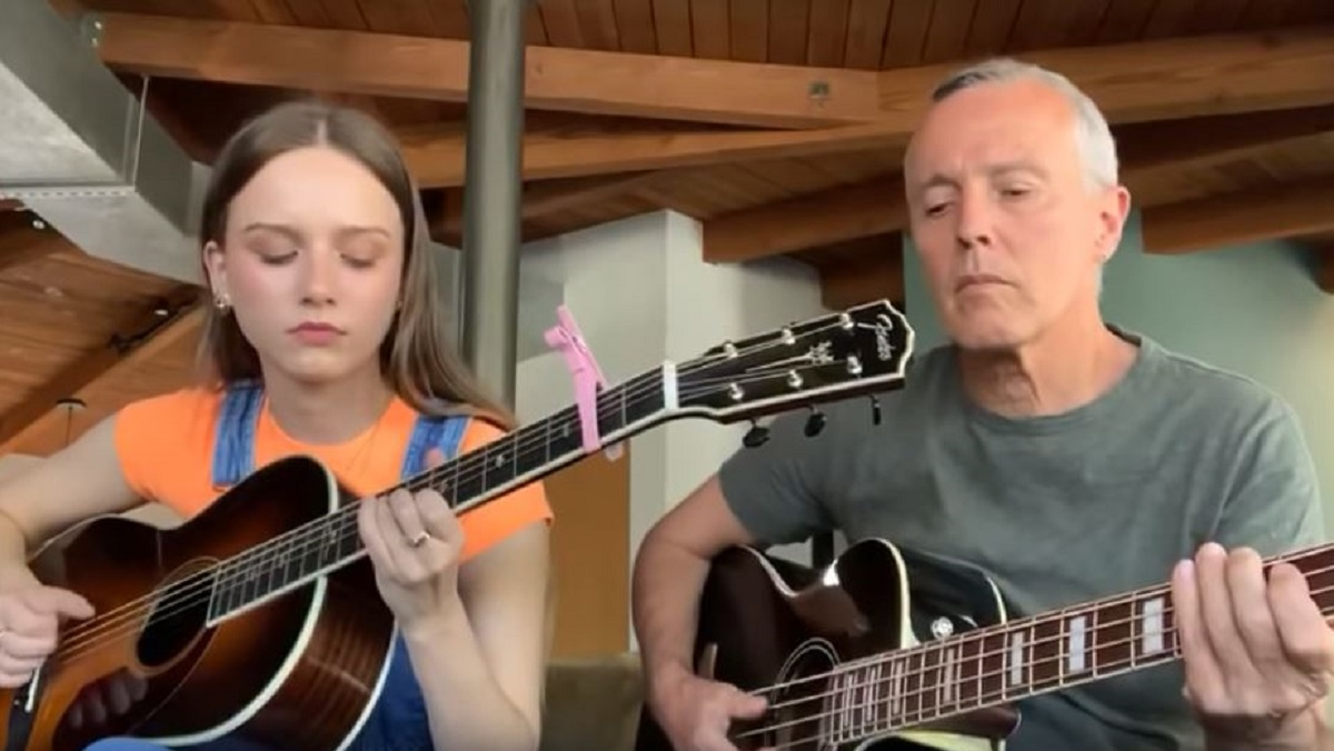 "Watch Tears For Fears' Curt Smith Perform ""Mad World"" With His Daughter - Nerdist"
