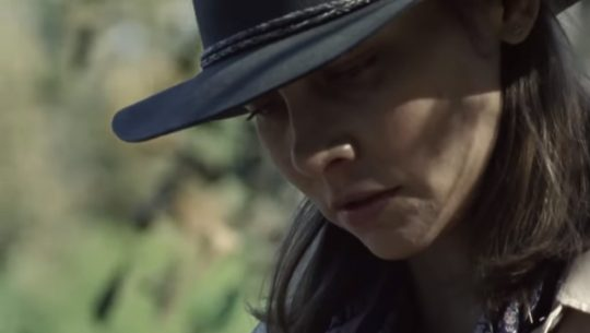Maggie The Walking Dead reads a letter