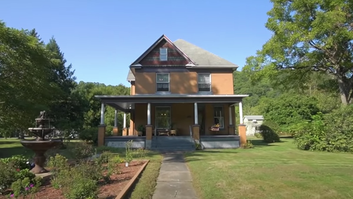 Buffalo Bill's THE SILENCE OF THE LAMB House Up for Sale_1