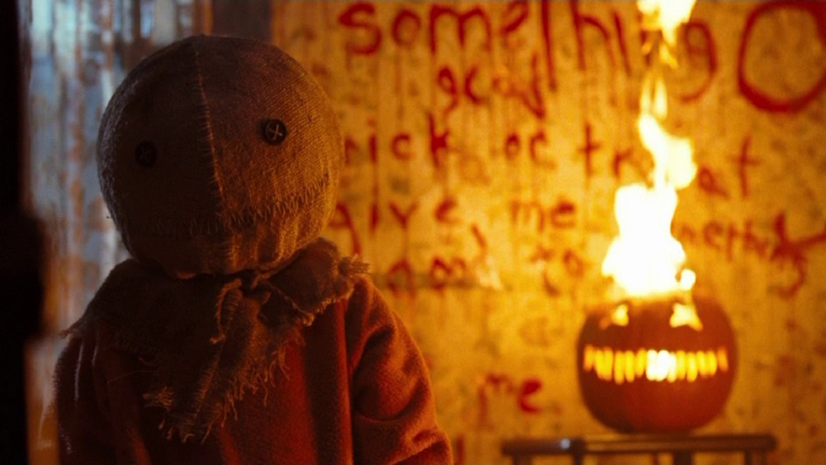 TRICK 'R TREAT Ghoul Log Puts You in the Halloween Spirit_1
