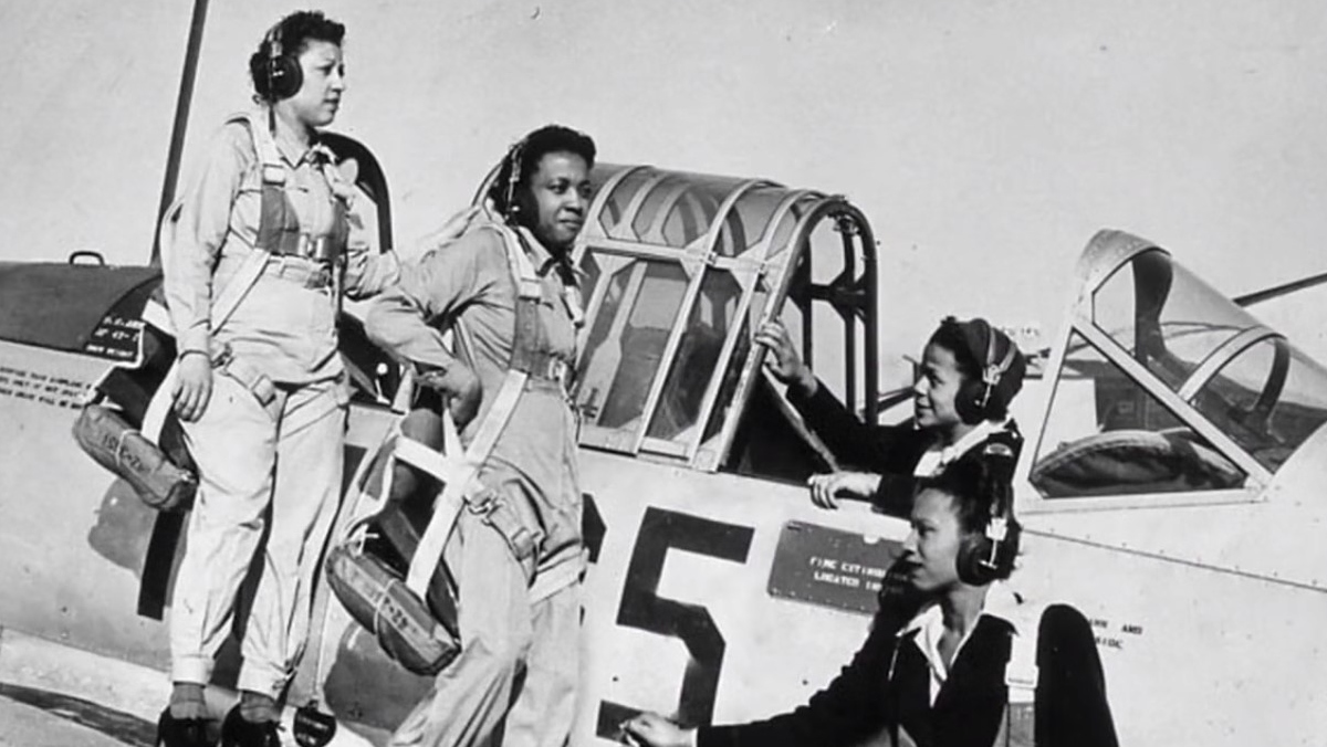 black and white photo of three black women aviators