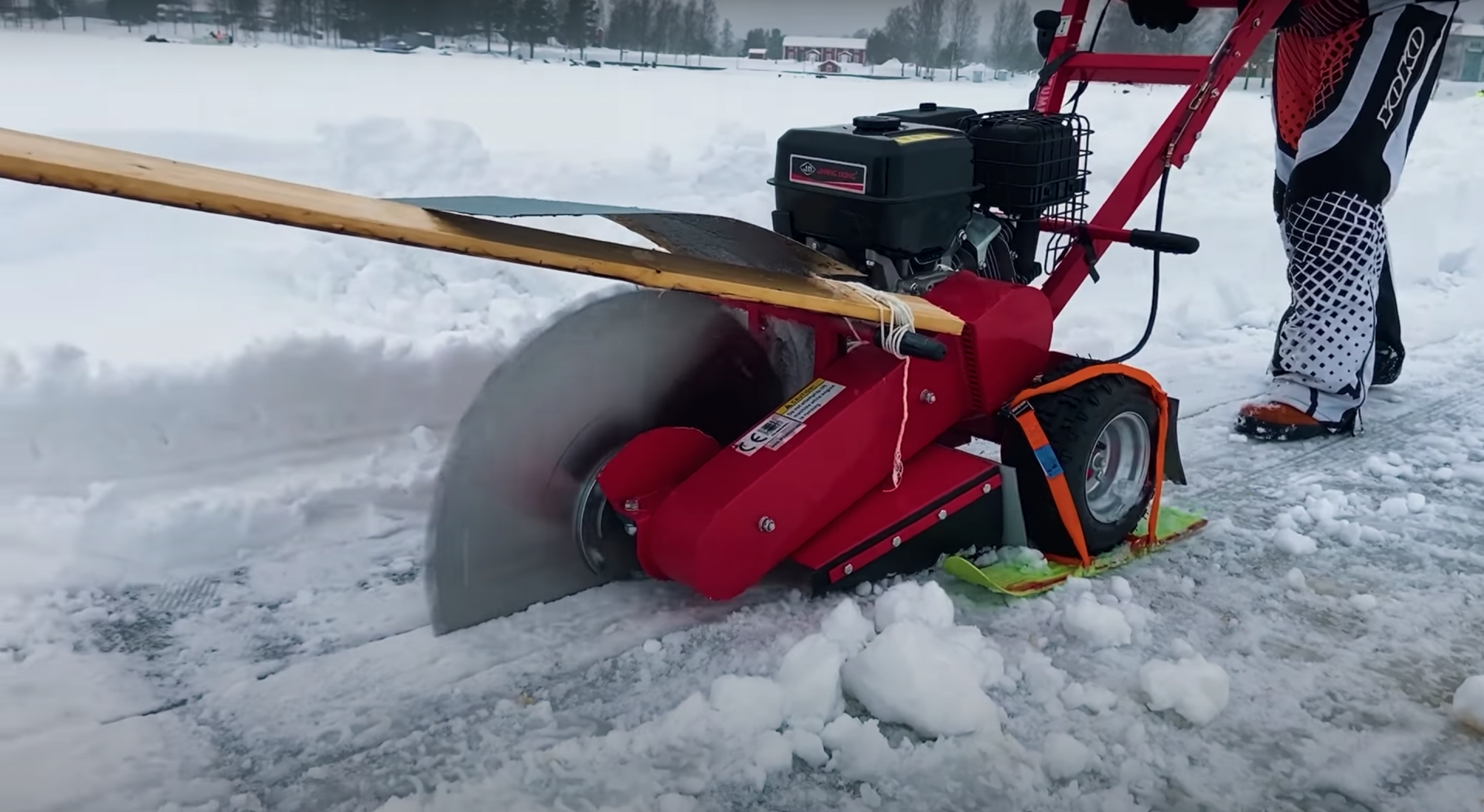 A stump grinder with an blade used to make an ice carousel